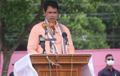 Tripura CM says newspapers trying to create confusion, journalists' body says govt wants media as slave