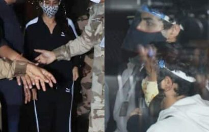 Sara Ali Khan, Amrita Singh and Ibrahim Ali Khan land in Mumbai amid media chaos — watch video