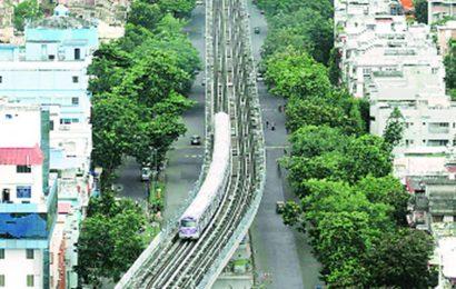 Day 1: 1,648 take ride on Kolkata Metro's spl service