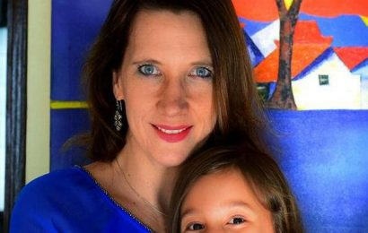 Tune in to Newsy Jacuzzi, a podcast by a mother-daughter team