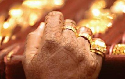 Gold rises ₹258, silver gains ₹837