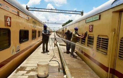 Data | Indian Railways spent ₹101.77 for every ₹100 earned in FY19, says CAG
