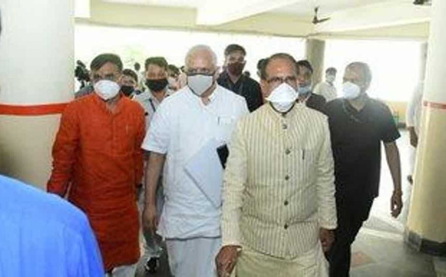 Shivraj Singh Chouhan to dial Uddhav Thackeray over oxygen supply issue