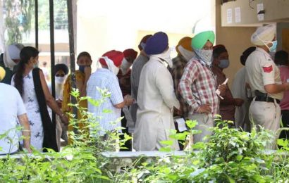 No machine facilities, long queues: Paying power bills a pain in Mohali
