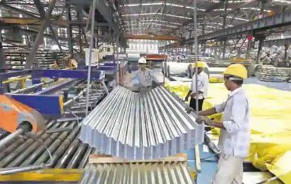 Foreign investors pour into India stocks despite sinking economy