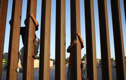 About 8,800 unaccompanied children are expelled at US border