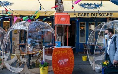 New York cafe sets up bubble tents to maintain social distancing