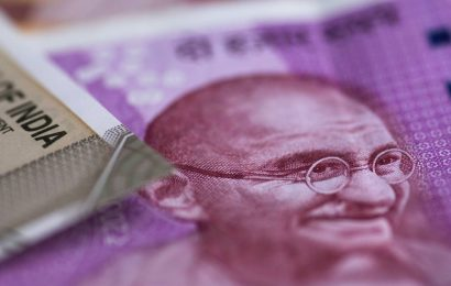Rupee rises 6 paise to 73.55 against US dollar in early trade