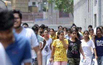 Maharashtra minister meets governor to discuss final year varsity exams