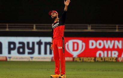 Now, Kohli applies saliva on ball… realises immediately!