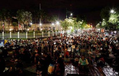 Despite ban, thousands join Thai protest