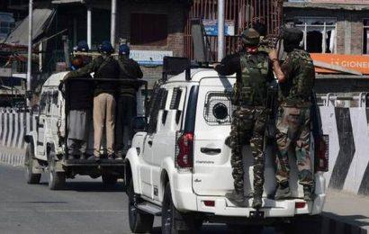 Police deserter escapes in gunfight, aide held in Budgam