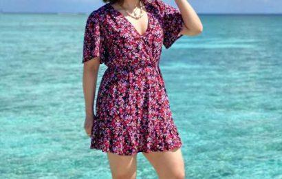 PIX: Saina's beach holiday