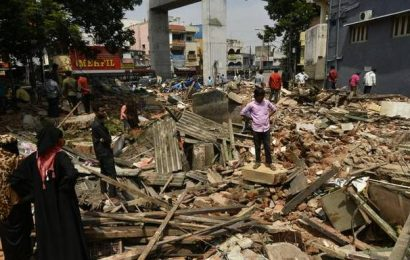 GHMC demolishes Lingampally market, traders protest