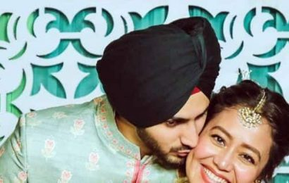 Neha Kakkar and Rohanpreet Singh's mehendi ceremony pics are too cute to miss