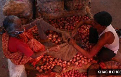 As prices rise steeply, I-T raids godowns of 10 onion traders in Nashik