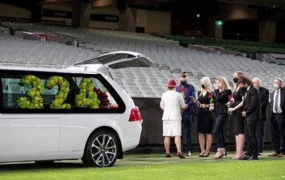 Poignant farewell for Dean Jones