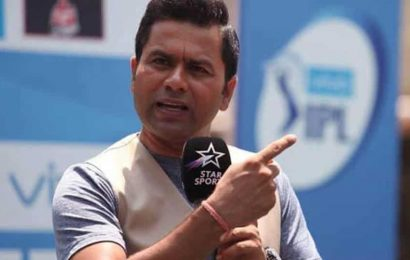 IPL 2020: 'Neither a finisher nor a powerplay bowler, why are they playing him,' Aakash Chopra baffled at KXIP's team selection