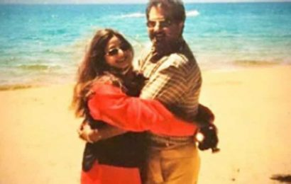 Janhvi Kapoor dials up nostalgia with a throwback pic of parents Sridevi and Boney Kapoor, see here