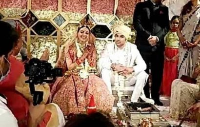 Inside Kajal Aggarwal and Gautam Kitchlu's fairytale wedding: See pictures of newlyweds taking pheras, holding hands