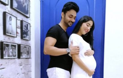 Amrita Rao flaunts baby bump in latest photo