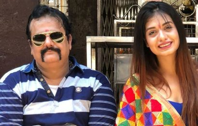 Divya Agarwal's father passes away