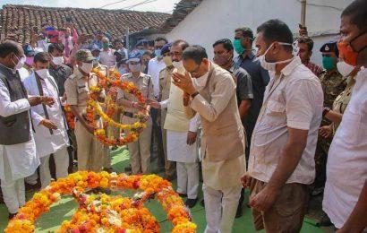 CRPF jawan killed by terrorists cremated, CM offers kin Rs 1 crore, govt job