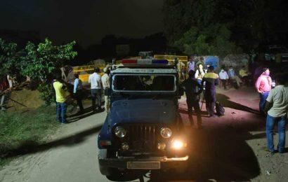 Hathras gangrape: Cops restrict entry to village, seize mobiles of victim's kin