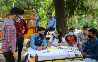 DU help desk jugglery: Online classes on, yet assisting aspirants seeking admission