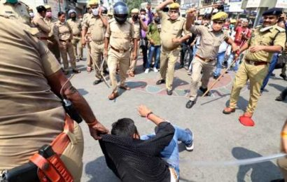 Centre of protests shifts to Jantar Mantar; UP suspends Hathras SP and four others
