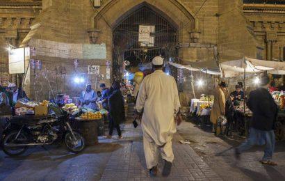 Influential Pak cleric shot dead in Karachi