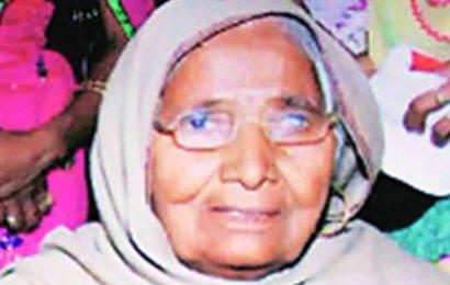 Death of woman on railway track: Punjab farmer unions gherao DC office
