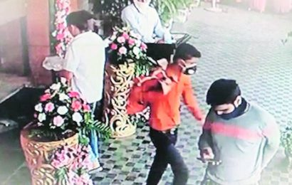 Chandigarh: Man in mask walks away with bag with Rs 3.50 lakh from wedding function