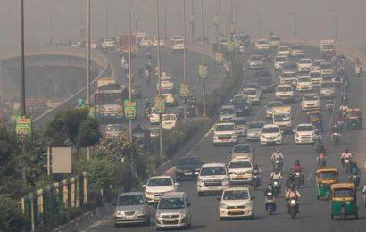 Delhi: Health threats imminent as AQI deteriorates to 'severe' category