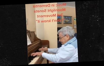 92-Year-Old With Dementia Plays Beethoven's Moonlight Sonata