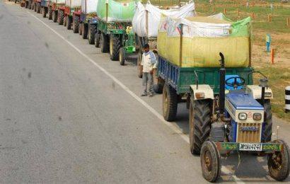 Paddy ryots stopped from entering Miryalaguda