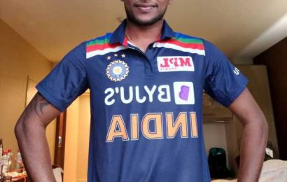 Natarajan shows off his India blue jersey