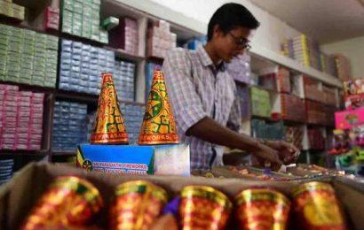 Delhi govt. bans firecrackers ahead of Diwali
