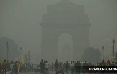 Day after Diwali, air quality in Delhi dips to 'severe' category, light rains expected later today