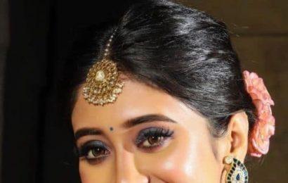Yeh Rishta Kya Kehlata Hai's Shivangi Joshi stuns in royal blue lehenga for Diwali