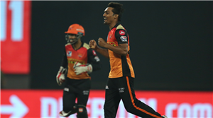 Sunrisers stay in hunt by beating RCB, ensure race to playoffs reaches final league game