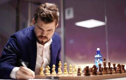 Carlsen sees bleak future for classical time format chess