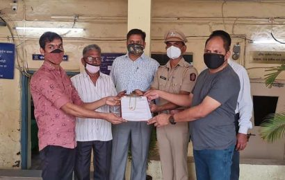 After 8 years' wait, Diva man gets stolen gold chains back from Kalyan GRP