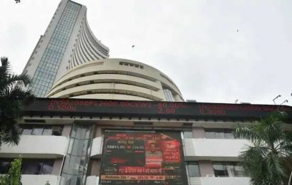 Sensex Retreats From Record After Eight Days of Gains