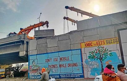 Partial closure of Khanna bridge causes trouble to commuters