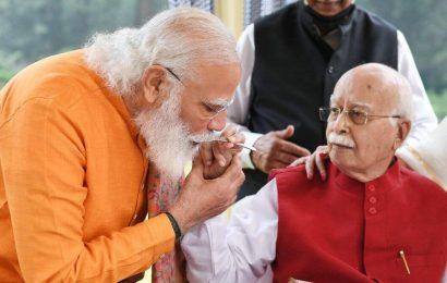 PM Modi visits LK Advani on his 93rd birthday, calls him an 'inspiration'