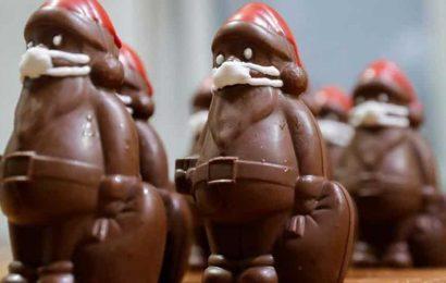 Christmas during Covid-19: Chocolate Santas don marzipan masks in Hungary