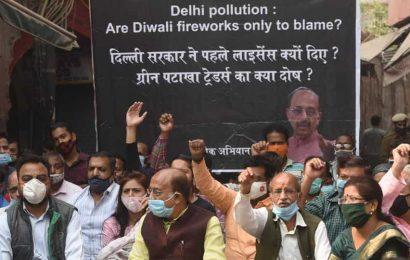 Firecracker ban: Vijay Goel submits memorandum to NGT, seeks direction to Delhi govt to compensate traders