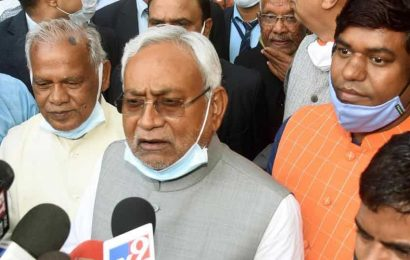 Nitish Kumar stakes claim to form govt, to take oath as Bihar CM today
