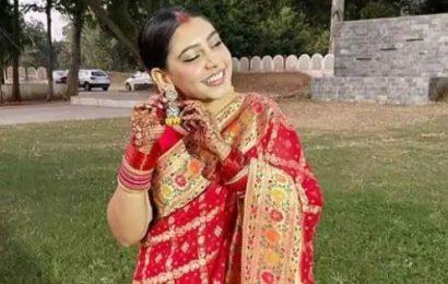 Kaisi Yeh Yaariyaan actress Niti Taylor celebrated her first Karwa Chauth in Anushka Sharma inspired saree look — view pics